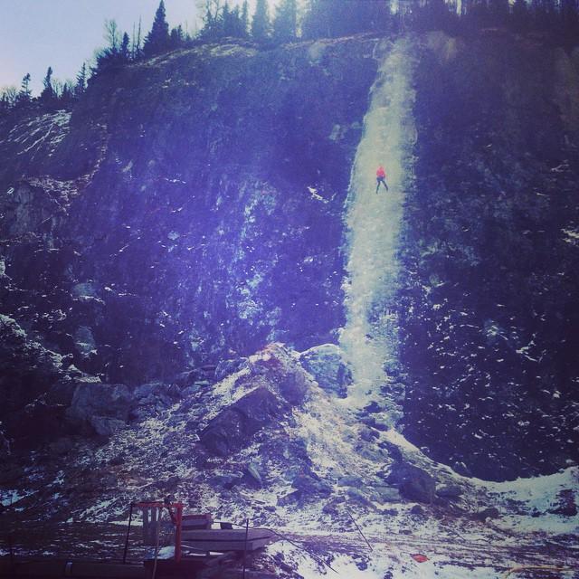 Inte det mest natursköna isklätter stället men skönt att vara igång.#isklättring #klättring #industri #handöl #åre