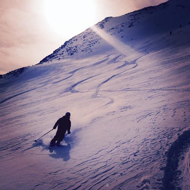 Sista dagen på högalpina kursen avslutas med fina svängar på Toulpagorni!#kebnekaise #toulpagorni #bergsresor #stf #elevenate #dynastar