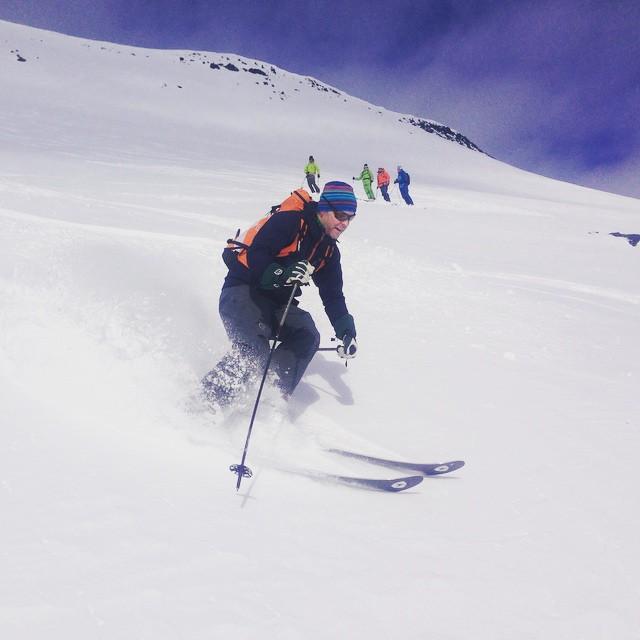 Fortsatt grymma förutsättningar för skidåkning, idag blev det heli-skitour!#skitour #riksgränsen #dynastar #bergsresor #elevenate
