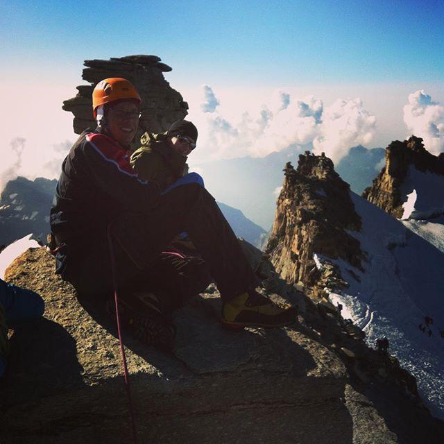 Gran Paradiso levererar finväder, så vi körde en lång fika på toppen! #granparadiso #klättring #bergsresor #elevenate