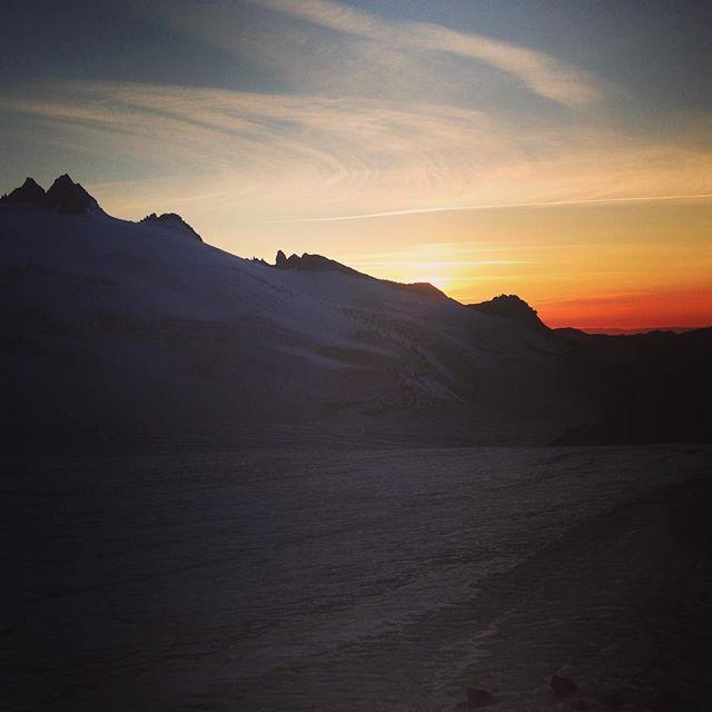 Solnedgång över Chamonix dalen!#livetihytta #trient #Bergsresor #elevenate