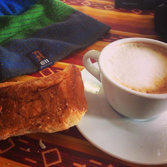 Italien är ju helt enkelt väldigt bra, cappuccino i hytta 1,4€! #klättring #bergsresor #elevenate #granparadiso #livetihytta