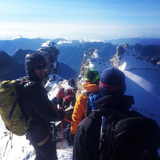 Vi var ensamma på Tour Rond i förrgår men idag hittade vi vart alla är! Gissa topp? #klättring #italien #bergsresor #elevenate #giro