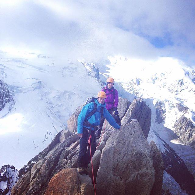 Inge vidare väder på Mont Blanc gjorde att vi vände på Maudit så det blev en Cosmiques Ridge på väg hem till liften!#chamonix #montblanc #montblancspecialisten #bergsresor #elevenate #dynastar