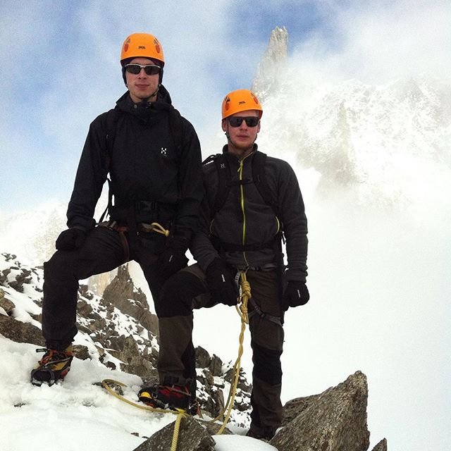 Fin dag i bergen! Montblanc veckan fortsatte med travers på marbres!#chamonix #montblanc #klättring #bergsresor #elevenate #giro