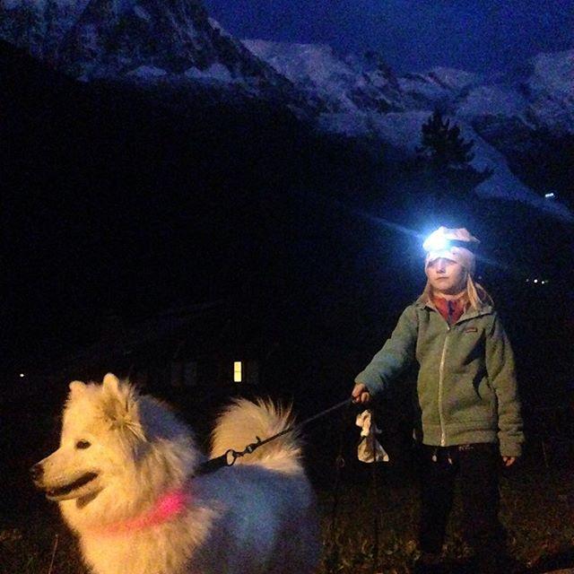 Kvällspromenad med Smilla & Smilla!! #chamonix #montblanc #promenad #elevenate #dynastar #bergsresor