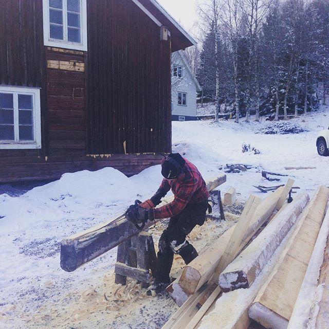 I väntan på att snön ska komma i Chamonix så får man timmar hus i Jämtland!#bergsresor #åretimmerhus #åre #chamonix