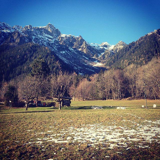 Svårt att tro det är december men det är fortsatt bra åkning på Grands Montets! #chamonix #bergsresor #brevent
