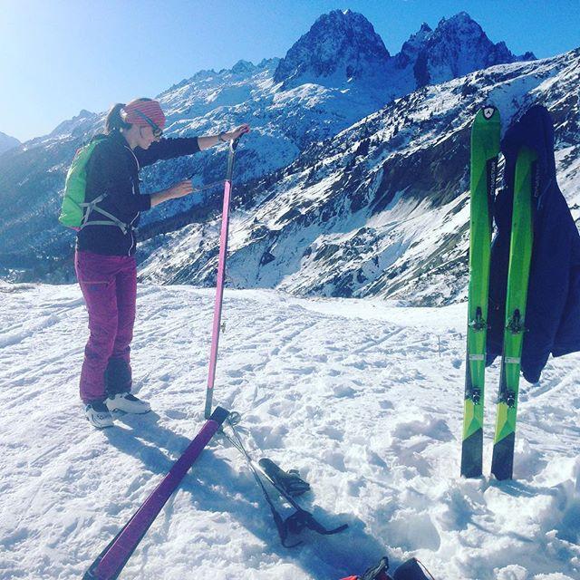 Äntligen är säsongen igång, dagen bjöd på strålande sol och vårsnö, helt fantastiskt i december!! #elevenate #dynastar #bergsresor #chamonix