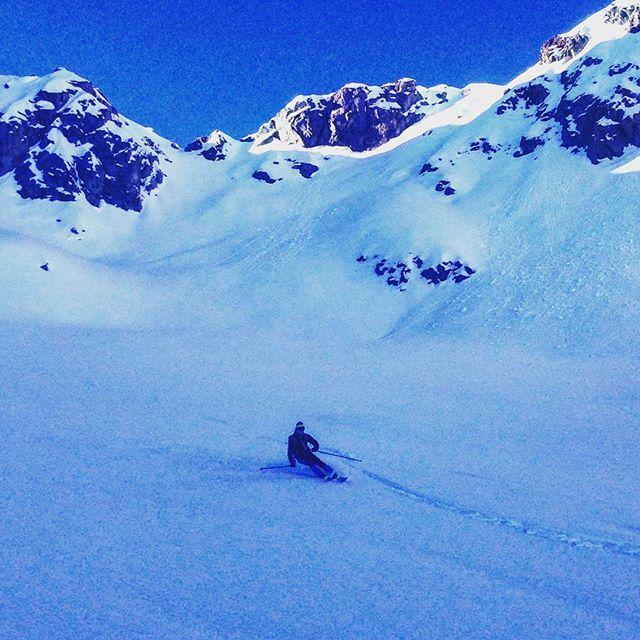 Fortsatt bra förhållanden för skitour i Fleger! #chamonix #flegere #bergsresor #elevenate #dynastar #skitour #topptur