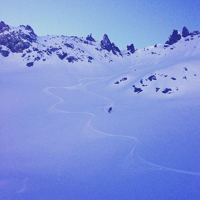 Fortfarande orörd snö i Chamonix två veckor efter senaste snöfallet! #elevenate #dynastar #bergsresor #chamonix