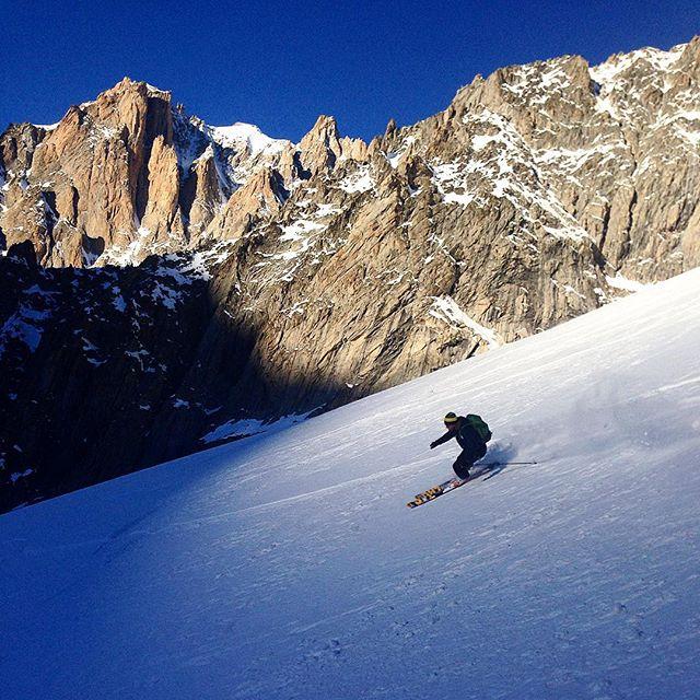 Kanondag på Glacier des Ametystes, det finns fortfarande riktigt bra snö!#chamonix #skitour#elevenate #dynastar #bergsresor