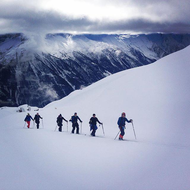 Super fina förhållanden  för stighudar i Flegere! #bergsresor #dynastar #elevenate #chamonix #flegere
