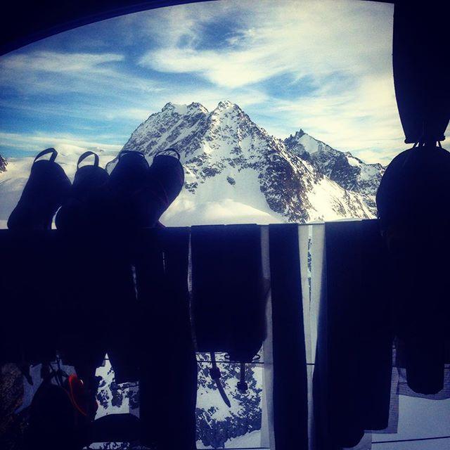 Fin utsikt från torkrummet i Vignetthyttan!#hauteroute #vignetest #elevenate #dynastar #mountaiguidetravel #bergsresor