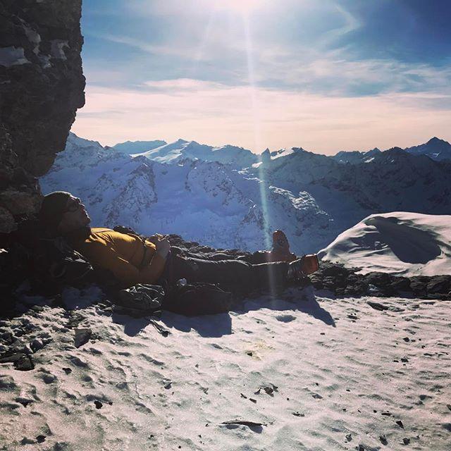 Välbehövlig vila efter en tur på stighudar!#engelberg #bergsresor #elevenate #g3 #dynafit