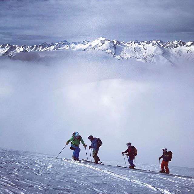 Fin dag med stighudar och skön böljande åkning!#piemonte #bergsresor #elevenate #dynafit #g3