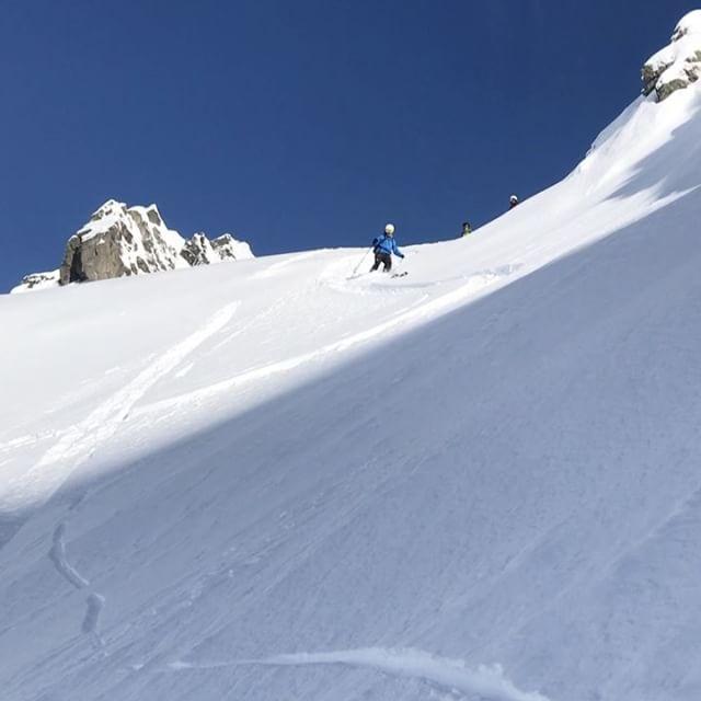 Favorit backen i Chamonix levererar som vanligt fin snö om man använder stighudar!#brevent #chamonix #elevenate #g3skis #dynafit #bergsresor
