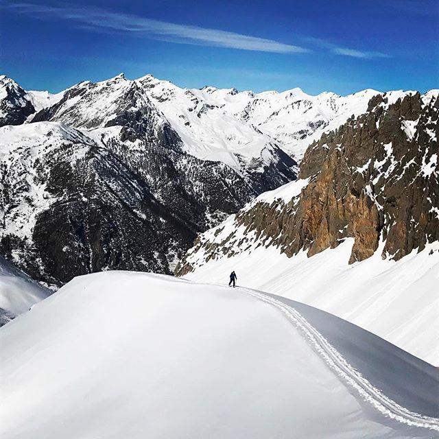 Sol, bra snö och höjdmeter levererar Val Maira den här veckan!#skitouring #valmaira #bergsresor #elevenate #g3skis #dynafit