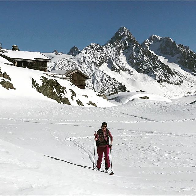 Äntligen är hon här, lite förkyld men en soft soltur upp till Col du Belvedere fungerar alltid!#lacblanc #chamonix #bergsresor #elevenate #g3skis #dynafit