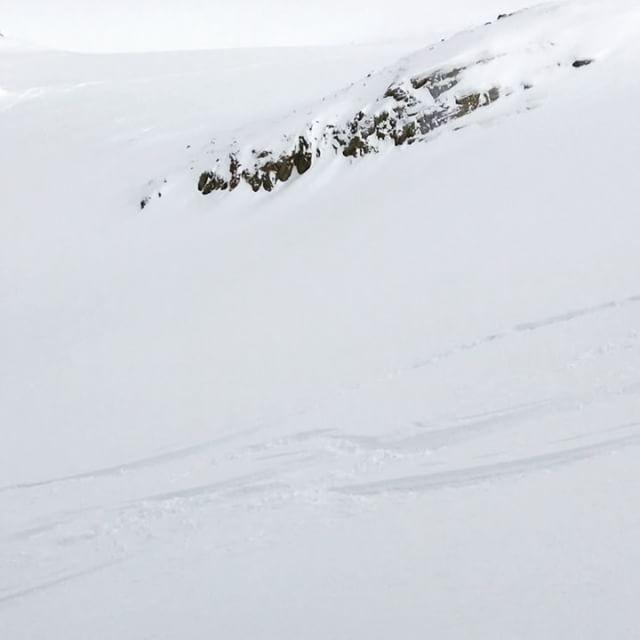 Fortsatt massor av ospårad snö på Col du Passon!#chamonix #bergsresor #g3 #dynafit #elevenate