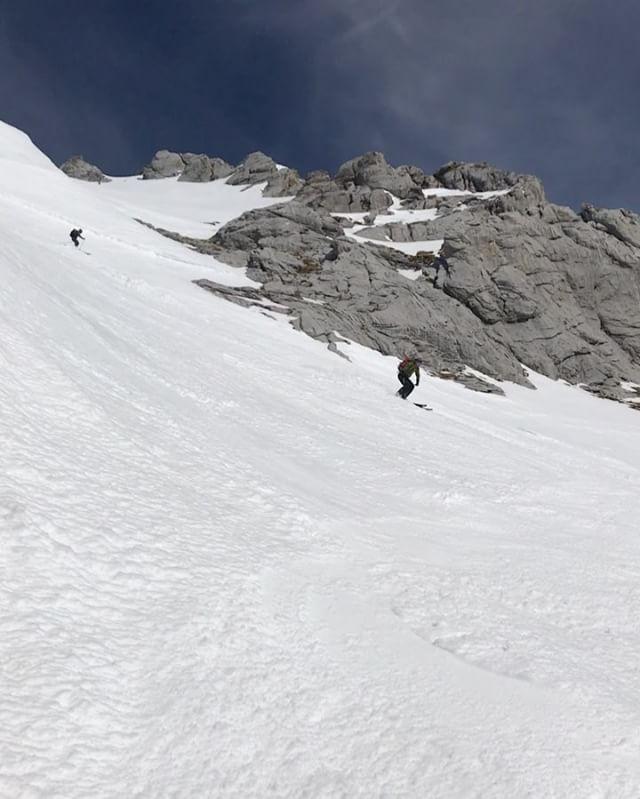 Topptur och vårsnö med @danielbing & @gustaf_schwang är ju svårslaget!#wissberg #engelberg #skitour #g3skis #elevenate #bergsresor