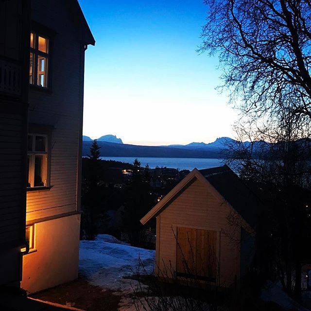 Den här vyn är oslagbar tycker jag, ljuset i norr är fantastiskt!#dynafitsweden #elevenate #narvik #bergsresor