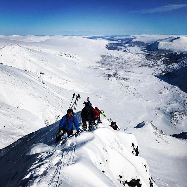 Våren i norr är oslagbar!#klättring #topptur #bergsresor #elevenate #g3gear