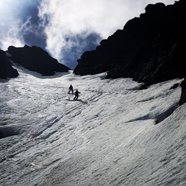 Högsommar i söder men fortsatt fin vårsnö i norr!#arcticguides #bergsresor #elevenate #g3gear #dynafitsweden