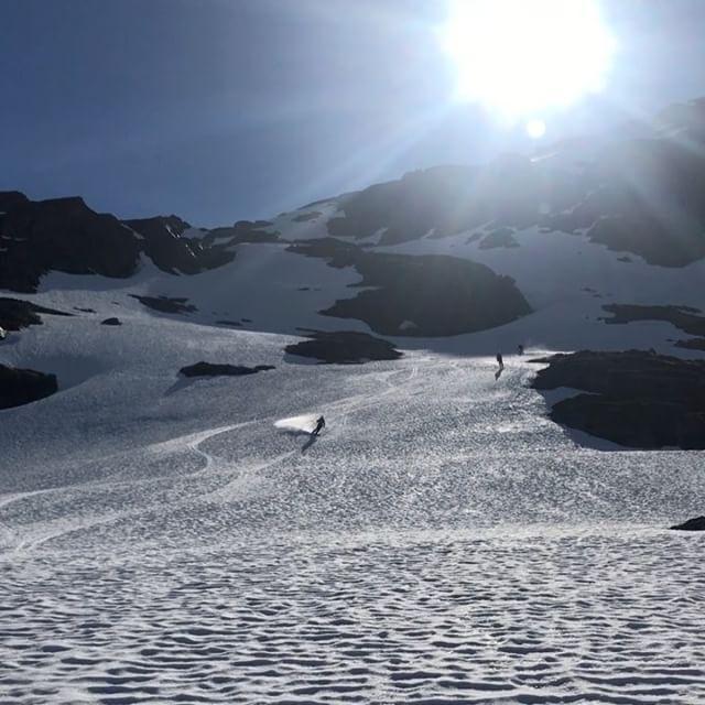 Några dagar till kan vi kräma ut av säsongen 16/17!#arcticguides #bergsresor #dynafitsweden #g3gear #elevenate