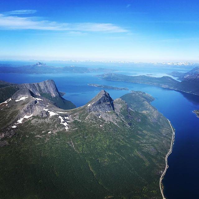 Vindstilla och shorts på dagens tur till Stetind!#stetind #narvik #bergsresor #narvikmountainguides #dynafitsweden #elevenate
