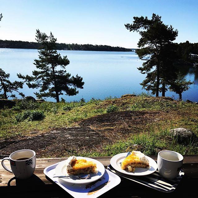 Avslutar semestern med en stadig tårtfrukost. Nu tillbaka mot bergen i norr och en veckas alpinklättring i Tarfala!#nämdö #bergsresor #dynafitsweden #elevenate