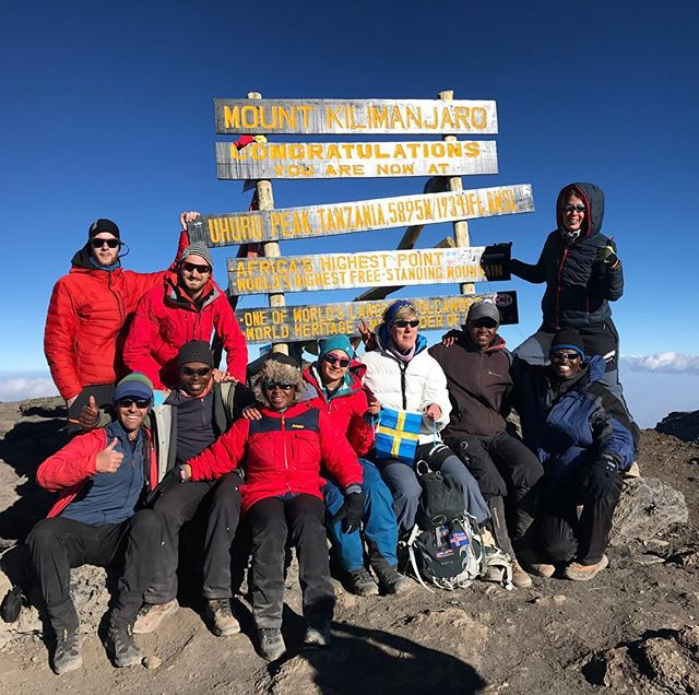 Klassisk bild från klassisk topp! #uhurupeak #kilimanjaro #phatfinder #bergsresor #elevenate #dynafitsweden