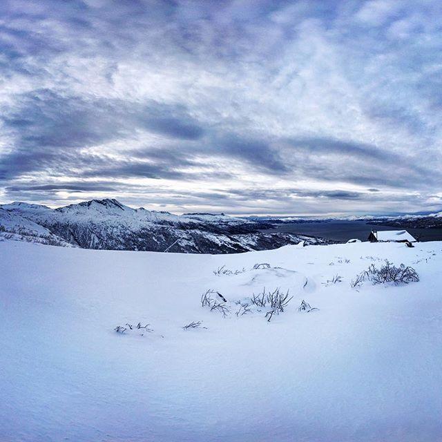 Vintern håller fortsatt i sig och vi håller tummarna att värmen som ska komma inte tar bort all snö! #narvik #narvikfjellet #bergsresor #g3gear #elevenate