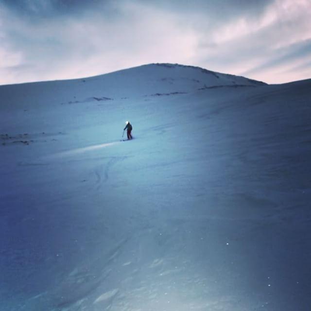Nöjd tjej på dagens topptur även fast det inte var massa puder!!#sandviktinden #narvik #bergsresor #elevenate #dynafitsweden
