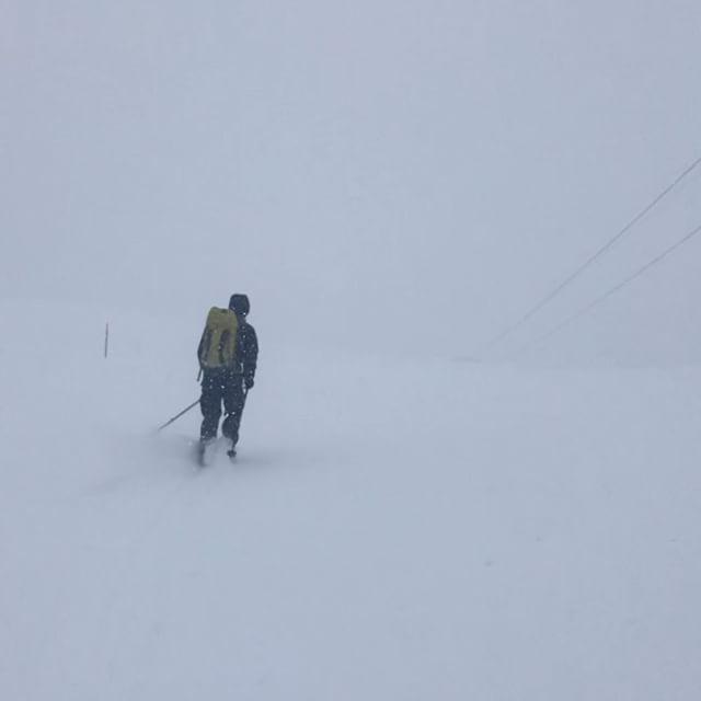 Stighudarna fortsätter leverera åkning i stängda systemet! @robert.lonnell #engelberg #titlis #bergsresor #elevenate #dynafitsweden