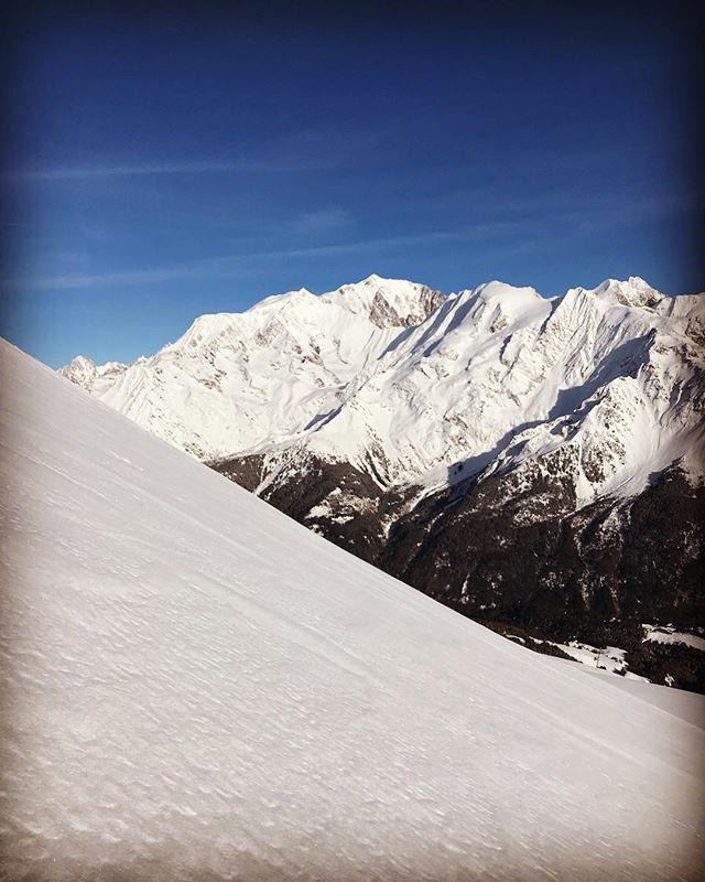 Utsikt och snö av bästa sort toppades med massa sol!#lescontamines #montblanc #bergsresor #elevenate #dynafitsweden