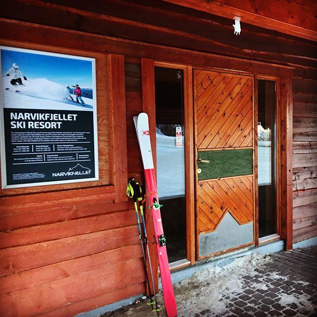 Inte så svårt att vara först upp med liften idag,1 minut till liften öppnar! #narvik #narviksfjellet #g3skis #dynafitsweden #bergsresor