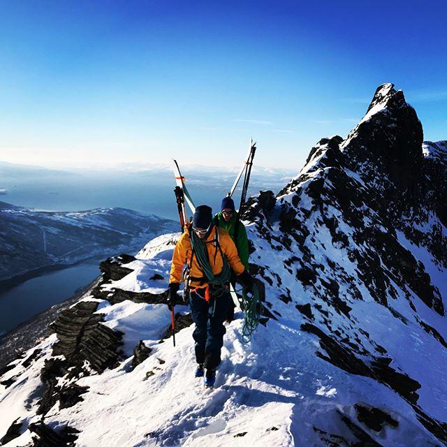 Ett försenat bagage från #sas gjorde att vi fick ändra plan men vad gör det om Narvik bjuder på det här! #sbo_svenska_bergsguideorg #fjällräven #partisanleden #narvik #bergsresor