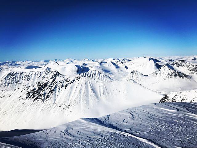 Skandinaviska skidkursen 2018 går till historian som 7 dagar med sol, 4st 2000 meters toppar, grillat lam i Nallo och super kall bivack i firnpasset!#sbo_svenska_bergsguideorg #Kebnekaise #fjällräven #bergsresor