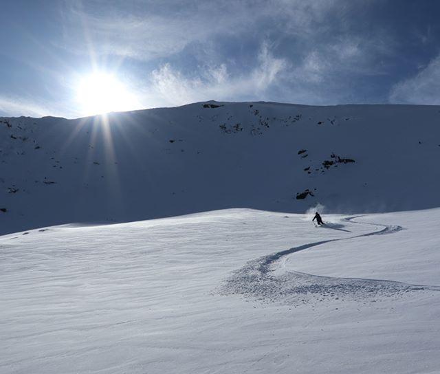 Två snabba åk på fjellet innan en semla och att boysen ska med tåget mot Åre!#narvik #elevenate #dynafit #genuineguidegear #bergsresor #canon