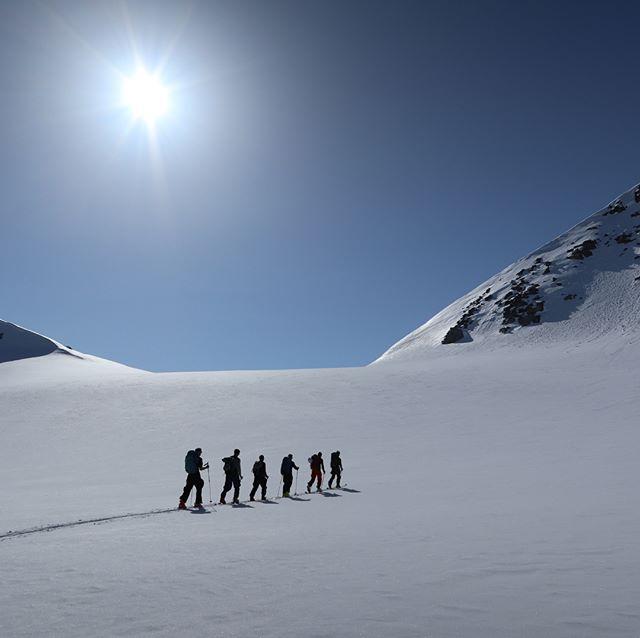 Haute Route från Beisfjord-Hunddalen-Lossi-Skjomen blev inte som planerat men en super vecka fick vi ändå! #hunddalshytta #narvik #bergsresor #skitour #elevenate #g3gear