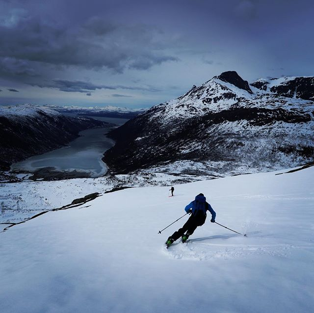 Sovmorgon, glömma stighudar, gå på topptur vad ska man annars göra på en ledig dag! #durmålsfjellet #narvik #bergsresor #elevenate #dynafit