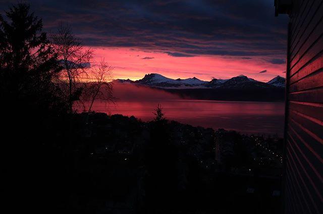 Vem vill hyra en lägenhet av mig och @carolainen med den här utsikten? #narvik