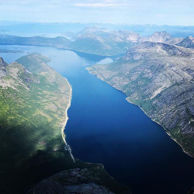 Snyggt som vanligt på den här toppen!#stetind #narvik #bergsresor #narvikmountainguides ##elevenate #dynafitsweden