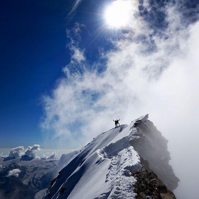 Travers över Matterhorn med perfekta förhållanden och grymt sällskap. Tack för det @chtoll #matterhorn #cervinia #bergsresor #elevenate #dynafitsweden