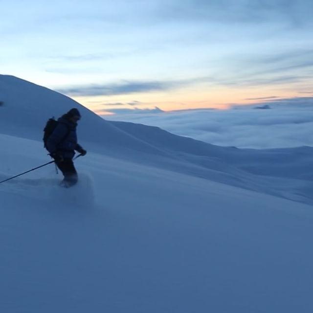 Om du kan ta några dagar ledigt och vill gå toppturer och få orörd snö av bästa sort, sätt dig på tåget och åk till Narvik nu!#skitour #bergsresor